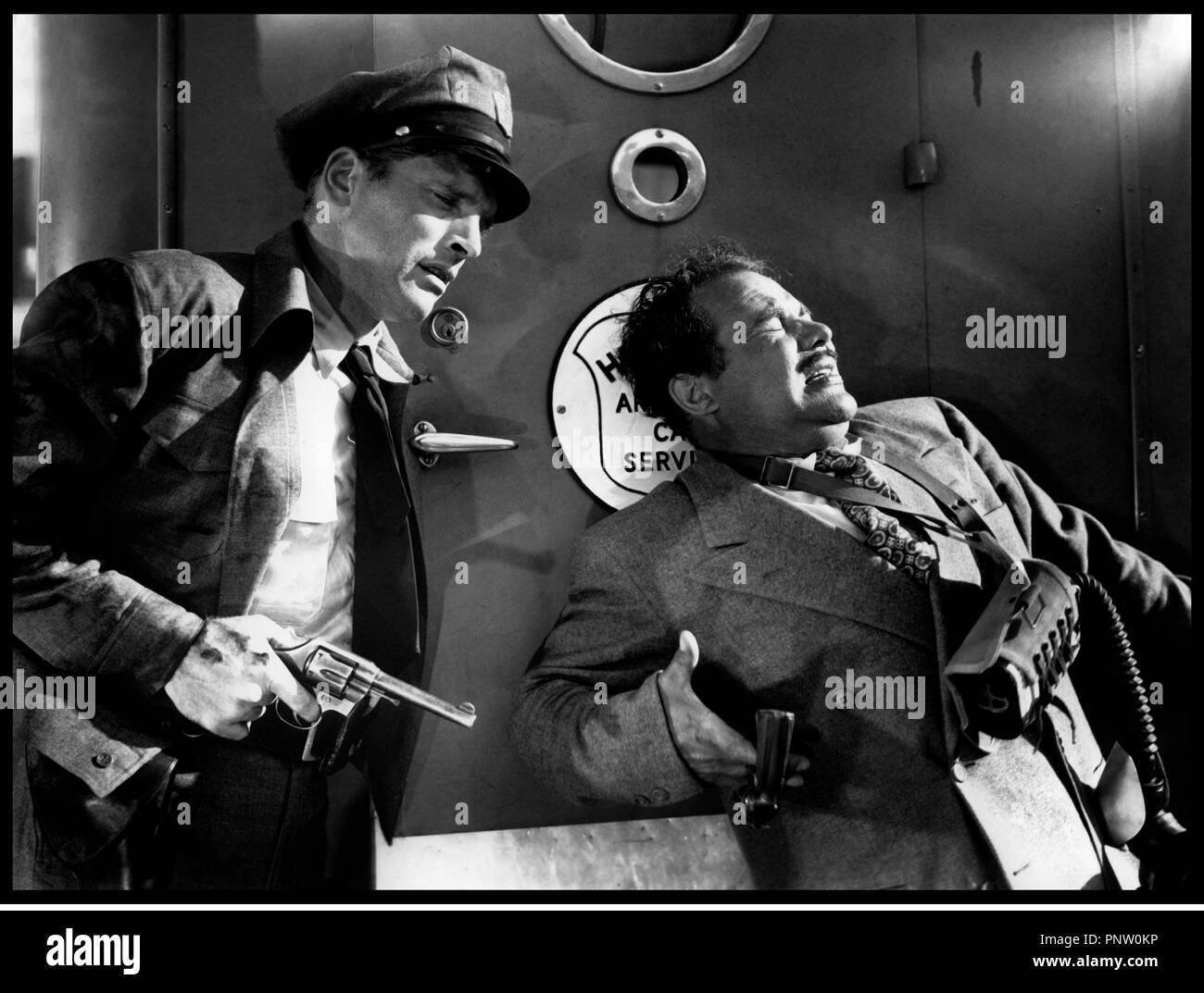 Prod DB © Universal / DR POUR TOI J'AI TUE (CRISS CROSS) 1949 de Robert Siodmak USA d'apres le roman de Don Tracy avec Burt Lancaster  arme, revolver, assassiner Stock Photo