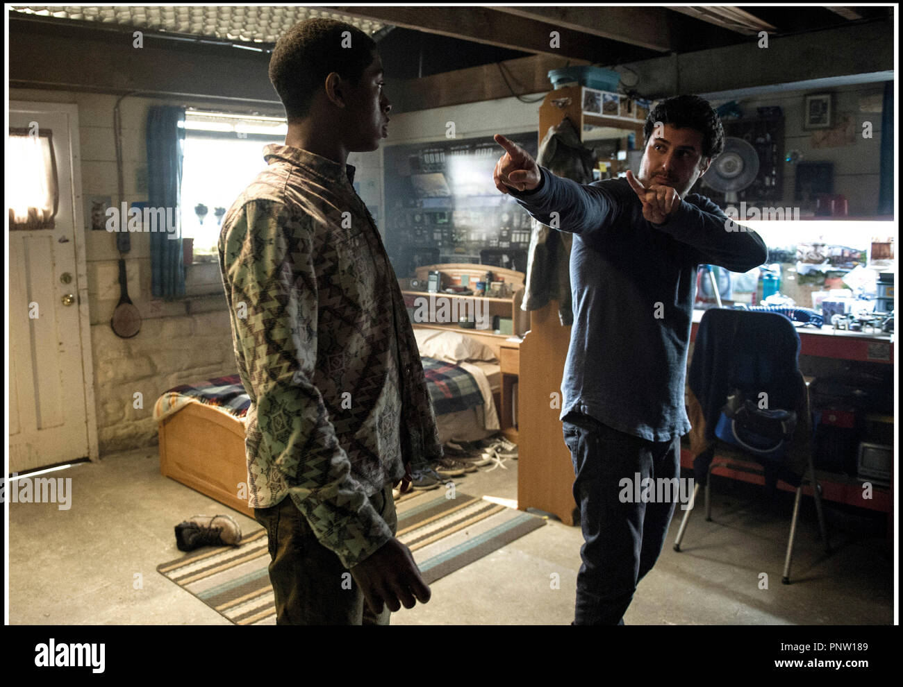 Prod DB © Lionsgate - Saban Brands -Saban Entertainment / DR POWER RANGERS de Dean Israelite 2017 USA avec RJ Cyler et Dean Israelite sur le tournage Stock Photo