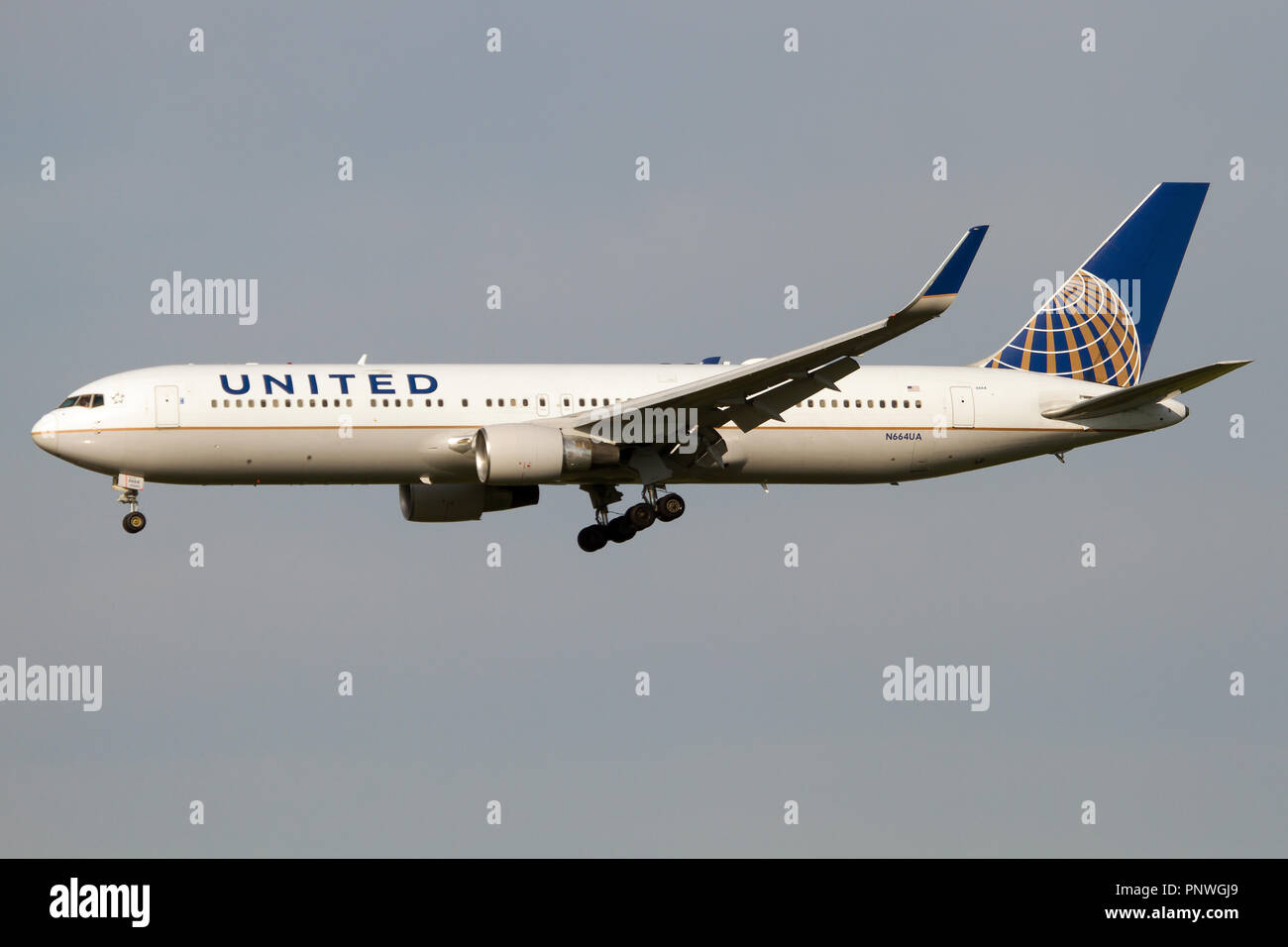 United Airlines Boeing 767-300ER lanfing at Rome Fiumicino airport - Stock Image