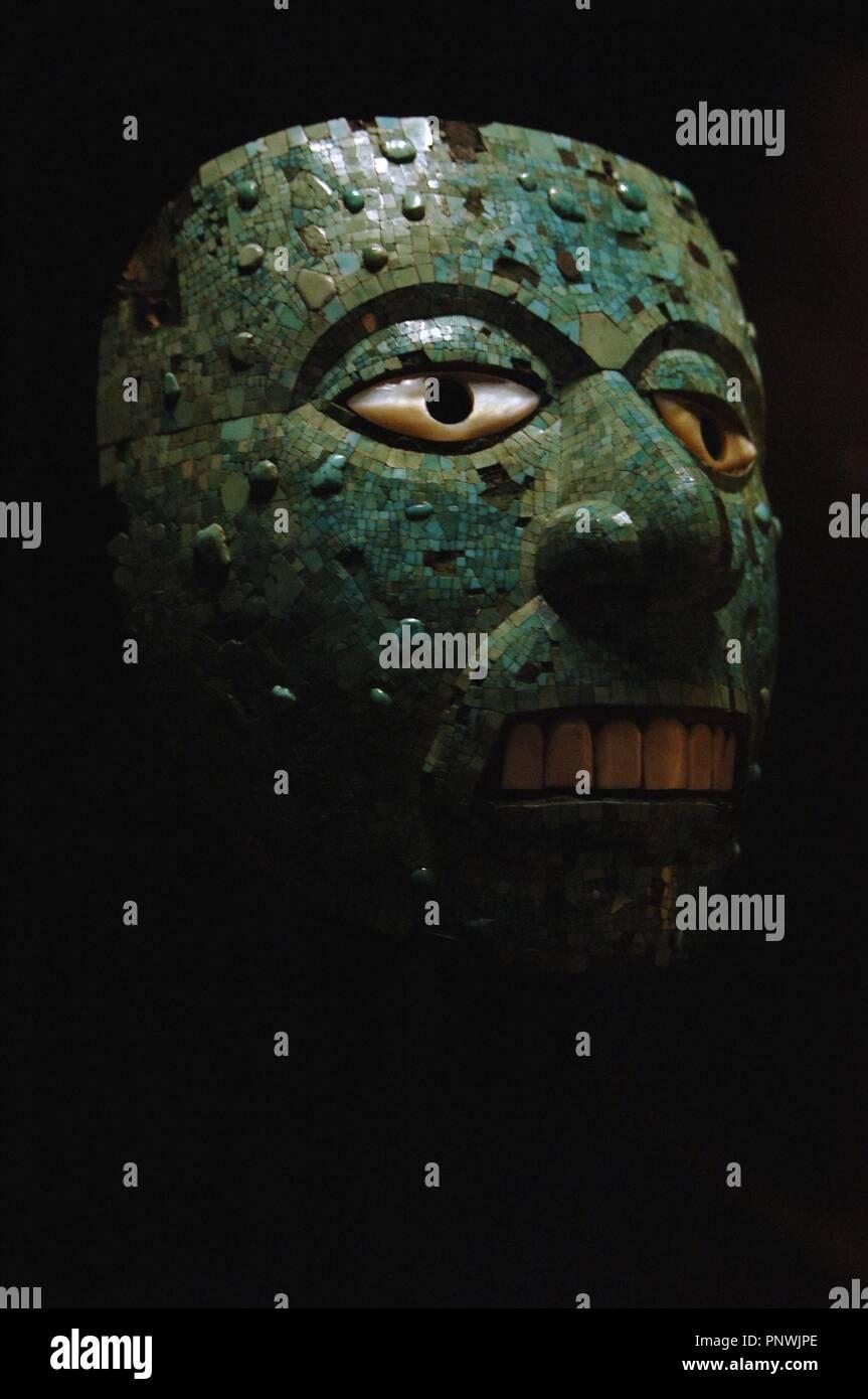 9717b6020 ARTE PRECOLOMBINO. MIXTECA-AZTECA. Máscara decorada con mosaico de  turquesa. Fechado hacia