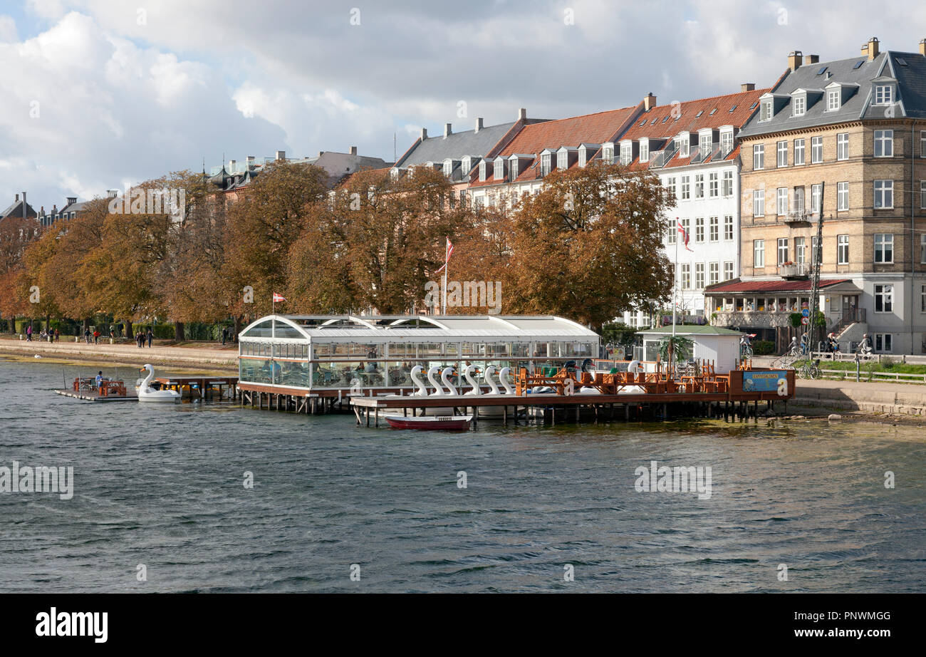 The Pavillon Bar and the Coffee Saloon and Boat Rental at the Peblinge Dossering and Peblinge Lake in Copenhagen on a sunny and windy autumn Saturday - Stock Image