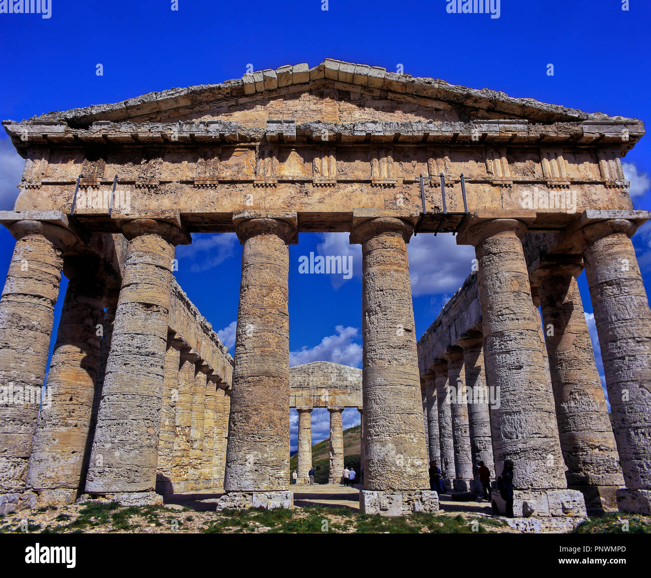 Greek temple of Segesta - 5th century BC. Unfinished (you can see the shafts of the doric columns without the caracteristic vertical grooves). Sicily. - Stock Image
