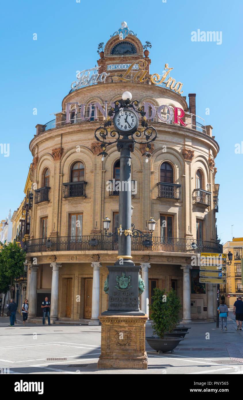 Round building El Gallo Azul with clock, Calle Larga, Plaza Esteve, Jerez de la Frontera, Cádiz province, Andalusia, Spain - Stock Image