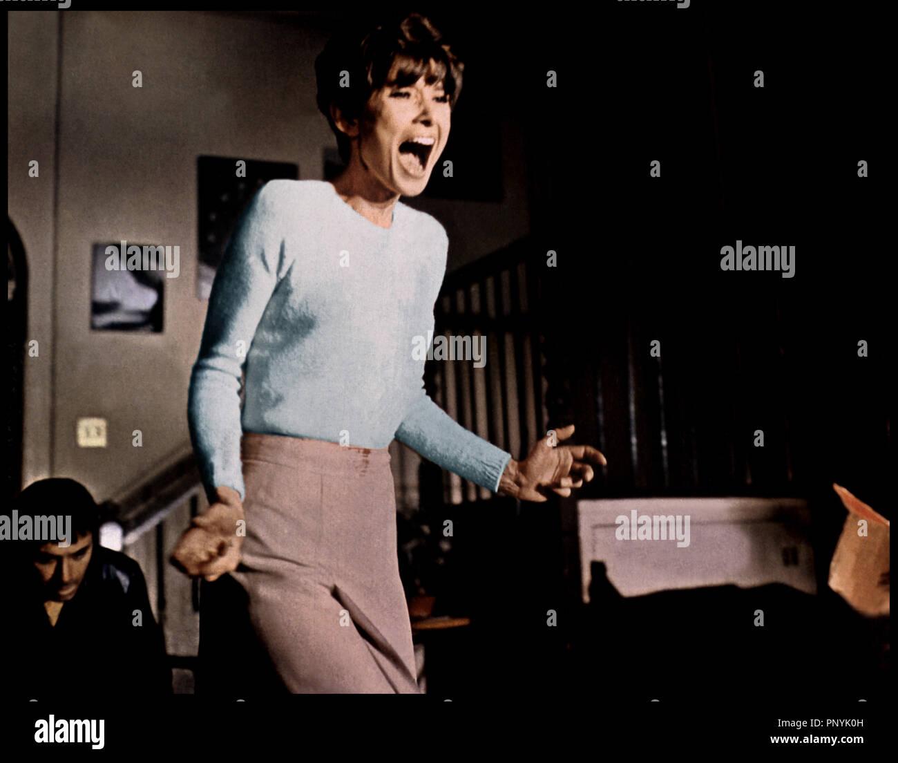 Prod DB ©ÊWarner Bros / DR SEULE DANS LA NUIT (WAIT UNTIL DARK) de Terence Young 1967 USA avec Audrey Hepburn crier, hurler, peur d'aprs la pice de Frederick Knott - Stock Image