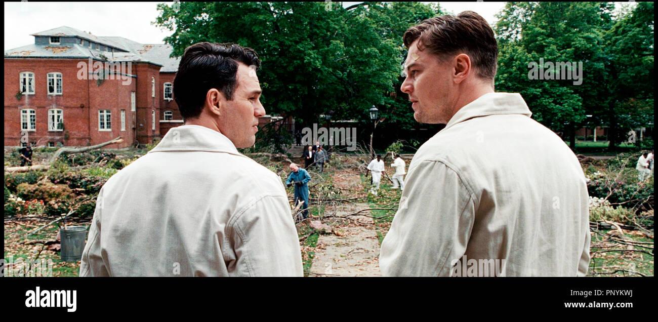 Prod DB © Paramount Pictures - Phoenix Pictures / DRSHUTTER ISLAND de Martin Scorsese 2010 USA avec Mark Ruffalo et Leonardo DiCaprio 1940's, asile, infirmier d'apres le roman de Dennis Lehane - Stock Image