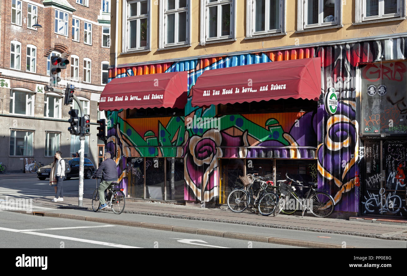 Café Understellet on colourful and sunny Nørrebrogade in Nørrebro, Copenhagen. - Stock Image