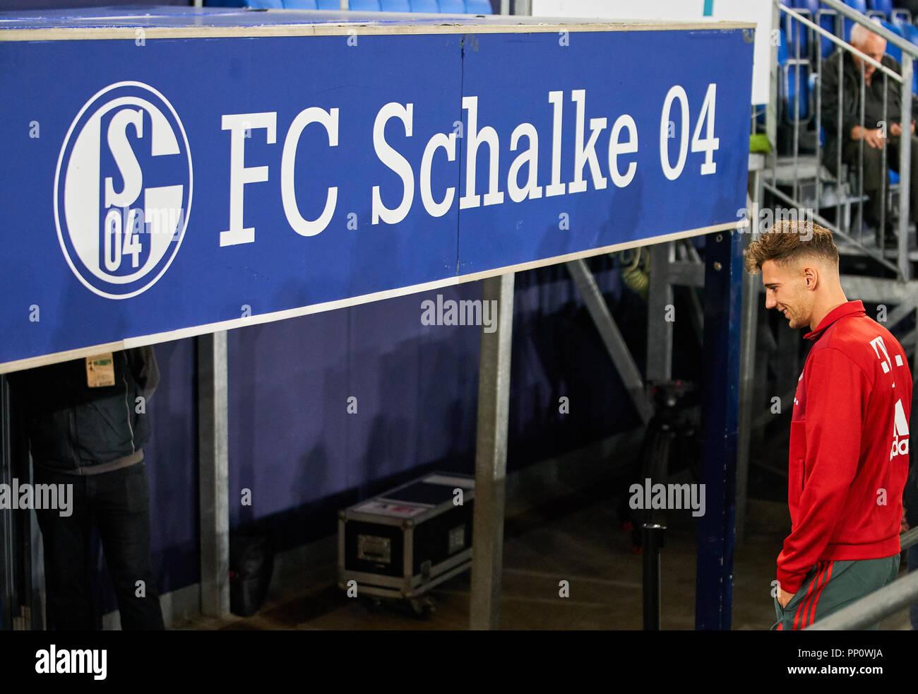Gelsenkirchen, Germany. 22 September 2018.  Leon GORETZKA, FCB 18 back at his home club,  half-size, portrait,    FC SCHALKE 04 - FC BAYERN MUNICH   - DFL REGULATIONS PROHIBIT ANY USE OF PHOTOGRAPHS as IMAGE SEQUENCES and/or QUASI-VIDEO -  1.German Soccer League , Gelsenkirchen, September 22, 2018,  Season 2018/2019, matchday 4 © Peter Schatz / Alamy Live News Stock Photo