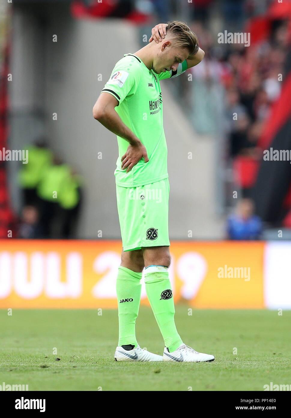 firo: 22.09.2018 Fuvuball, Football: 1.Bundesliga 1.FC Nvrnberg - Hanover 96, Waldemar Anton, Hannover, full figure, gesture, disappointment | usage worldwide Stock Photo