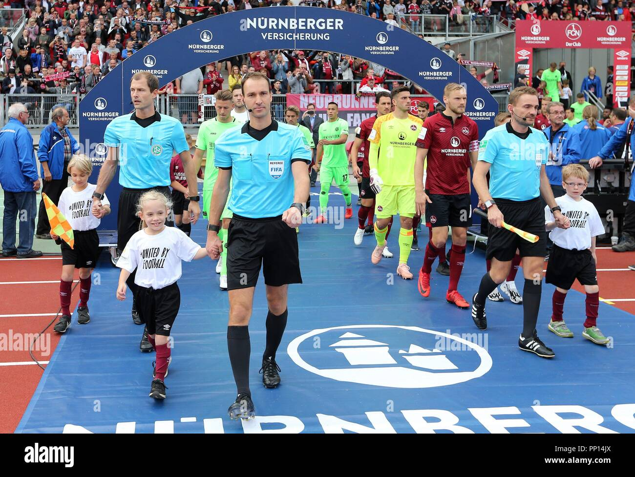 firo: 22.09.2018 Fuvuball, Football: 1.Bundesliga 1.FC Nvºrnberg - Hanover 96 2: 0, Bastian Dankert, Einlauf, Hinterleger, General, | usage worldwide Stock Photo