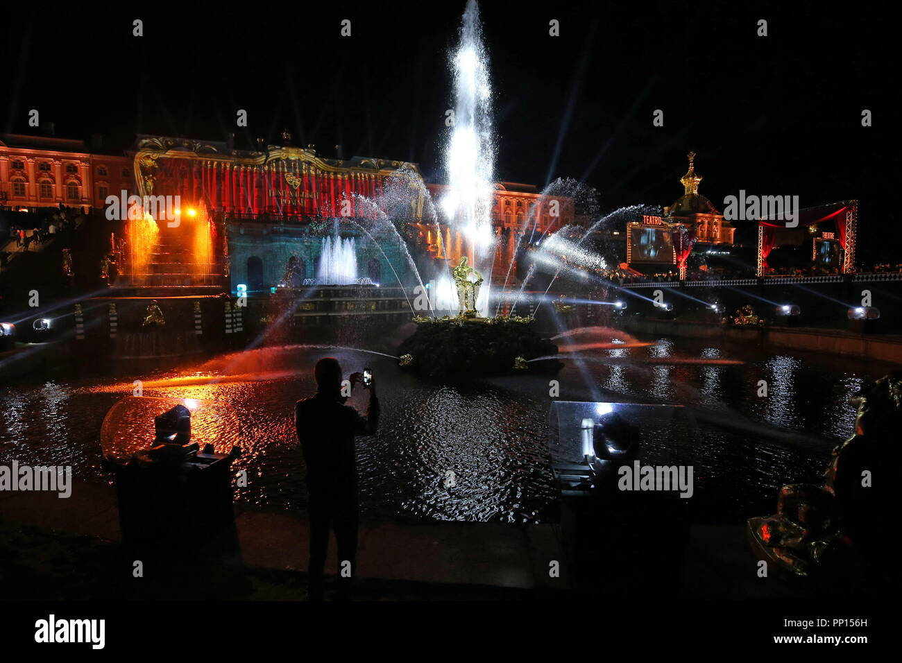 Peterhof: closing of fountains - the main holiday of the St. Petersburg autumn