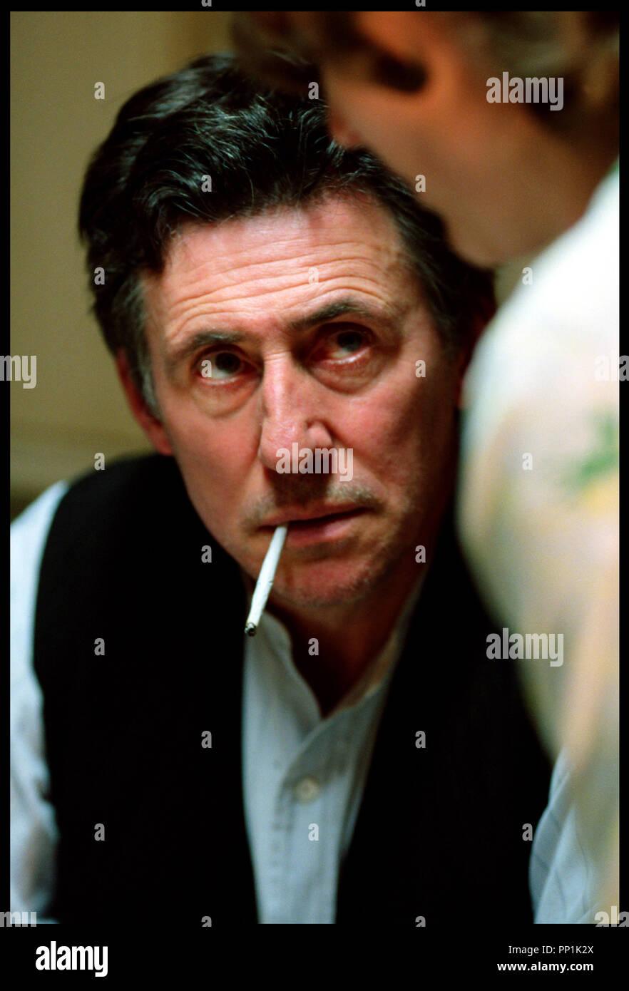 Prod DB © Grosvenor Park - CBL / DR SPIDER (SPIDER) de David Cronenberg 2002 USA avec Gabriel Byrne portrait, cigarette roulee d'apres le roman de Patrick McGrath - Stock Image