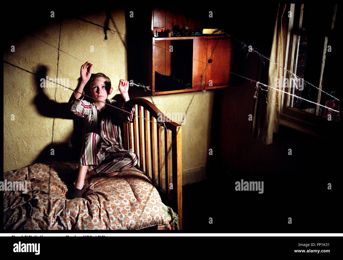 Prod DB © Grosvenor Park - CBL / DR SPIDER (SPIDER) de David Cronenberg 2002 USA avec Bradley Hall enfant, chambre d'apres le roman de Patrick McGrath - Stock Image