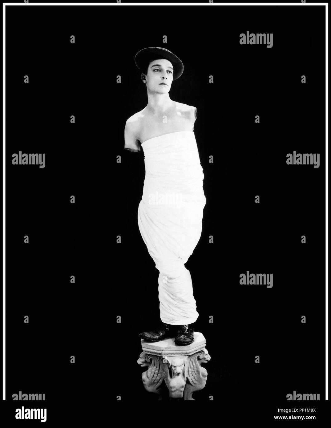 Prod DB © United Artists  / DR SPORTIF PAR AMOUR (COLLEGE) de Buster Keaton et James W. Horne 1927 USA avec Buster Keaton statue, drape, Venus de Milo - Stock Image