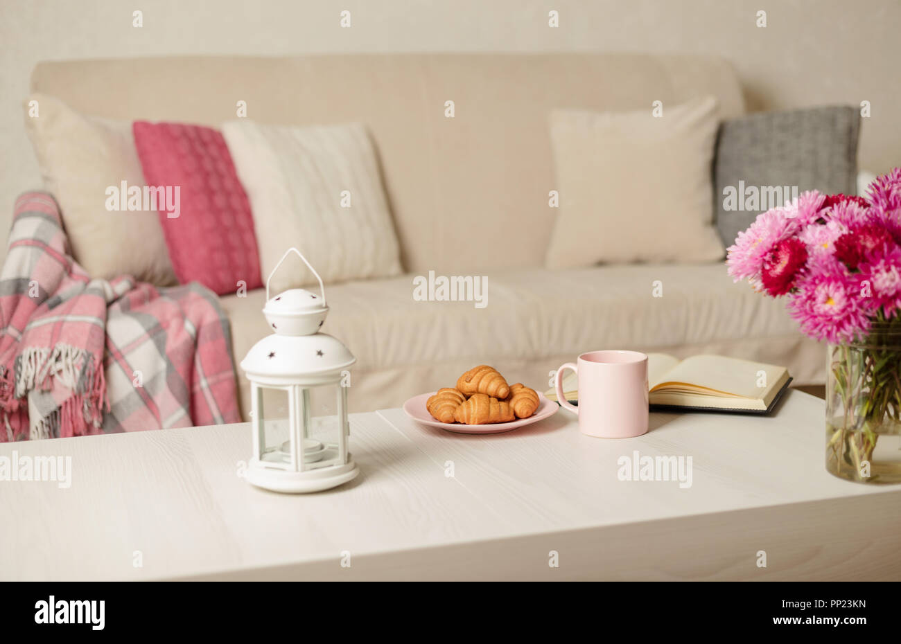Plaid Couch Stock Photos & Plaid Couch Stock Images - Alamy