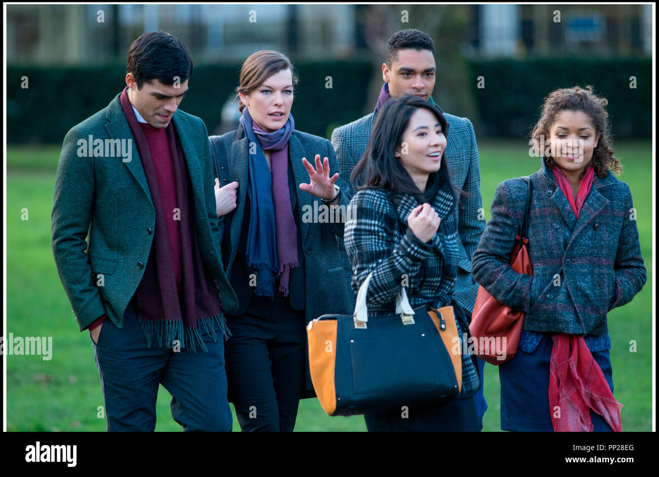 Prod DB © Nu Image Films - Millennium Films - Winkler Films - Survivor Productions / DR SURVIVOR de James McTeigue 2015 USA/GB avec Sean Teale, Milla Jovovich, Rege-Jean Page, Jing Lusi et Antonia Thomas action, espionnage, parc, Londres - Stock Image