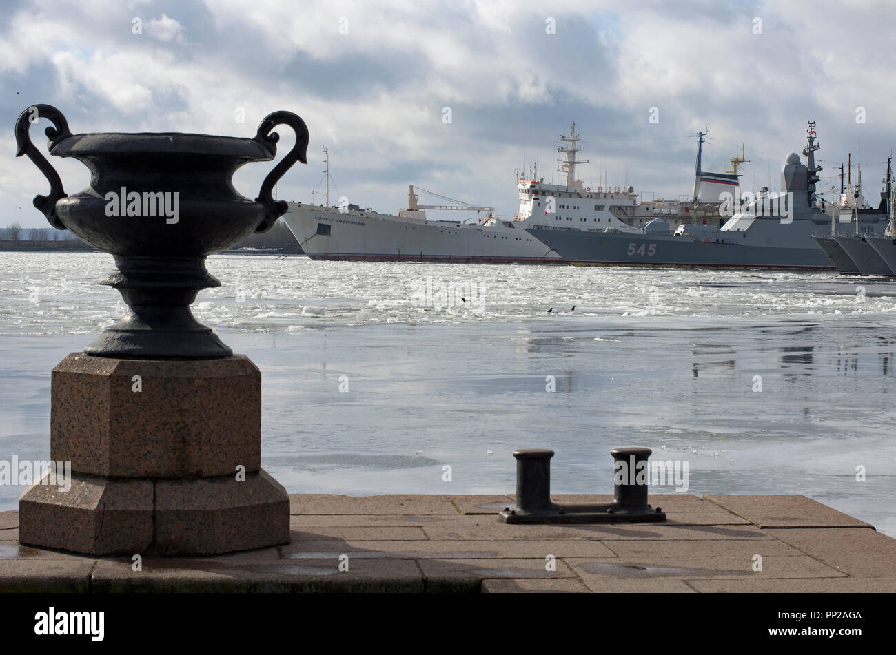 Kronstadt, St. Petersburg, Russia-March 15, 2017: Oceanographic research ship 'Admiral Vladimirsky' and patrol ships of the Baltic Fleet in the ice-co - Stock Image