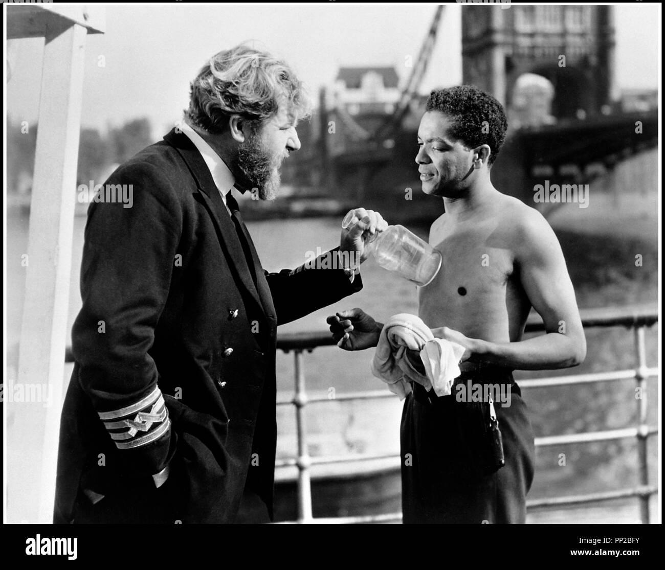 Prod DB © J. Arthur Rank Organisation - Ealing Studios / DR LES TRAFIQUANTS DU DUNBAR (POOL OF LONDON) de Basil Dearden 1951 GB avec James Robertson Justice et Earl Cameron - Stock Image