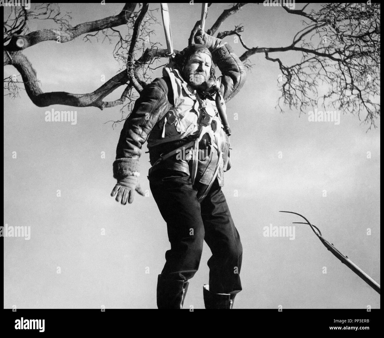 Prod DB © Independent Artists / DR VERY IMPORTANT PERSON de Ken Annakin 1961 GB avec James Robertson Justice parachutiste, ww2 d'apres le roman de John Foley - Stock Image