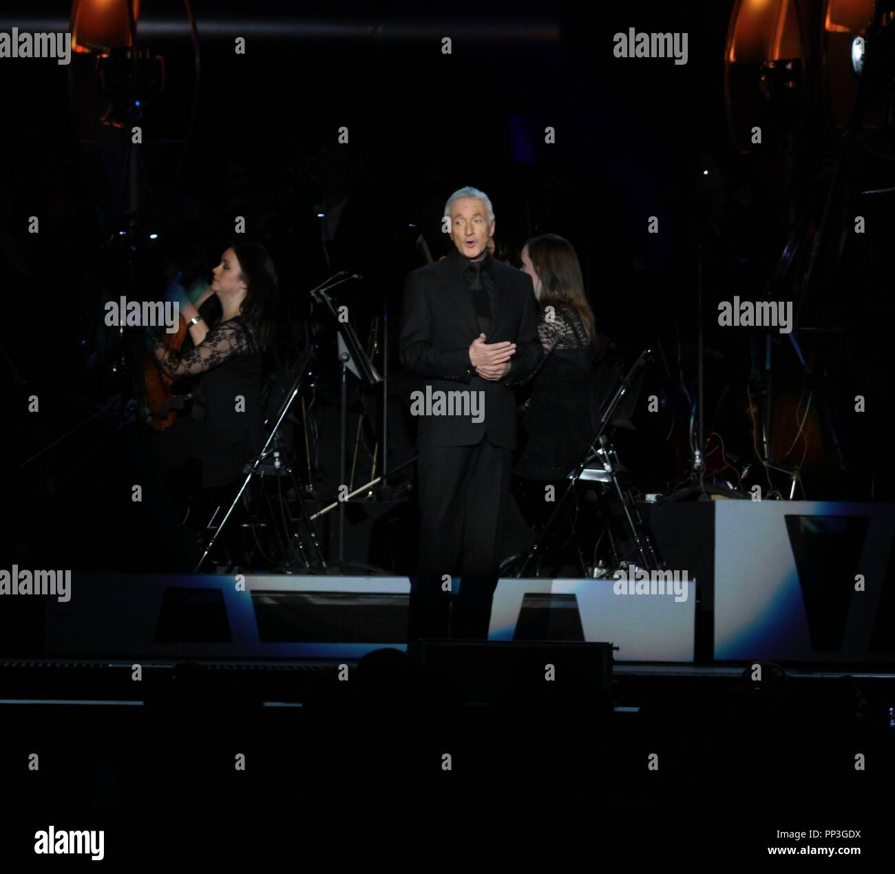Liverpool, uk Anthony Daniels narrates Star Wars Concert in Liverpool credit Ian Fairbrother/Alamy stock photos - Stock Image