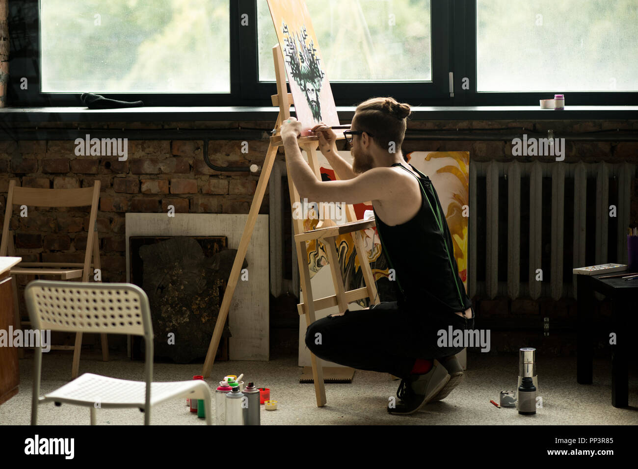 Modern Artist Painting on Easel - Stock Image