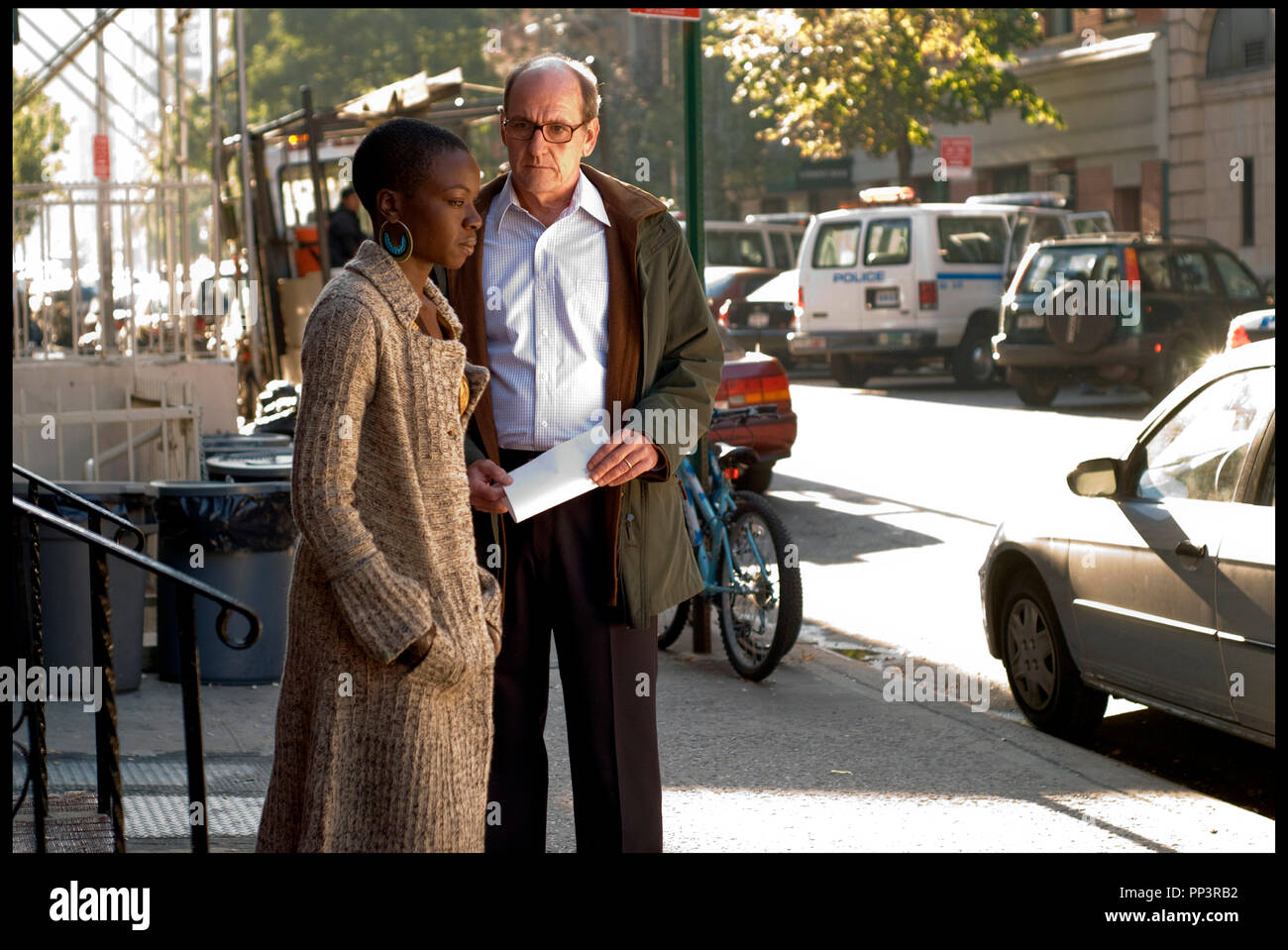 Prod DB C Next Wednesday Productions DR THE VISITOR De Thomas McCarthy 2007 USA Avec Danai Jekesai Gurira Et Richard Jenkins Duo Mixte Pensif