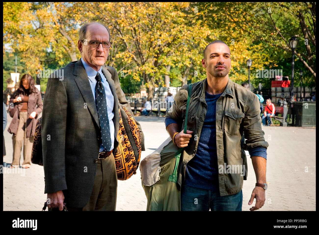 Prod DB C Next Wednesday Productions DR THE VISITOR De Thomas McCarthy 2007 USA Avec Richard Jenkins Et Haaz Sleiman Duo Mixte Sac En Bandoulire Parc