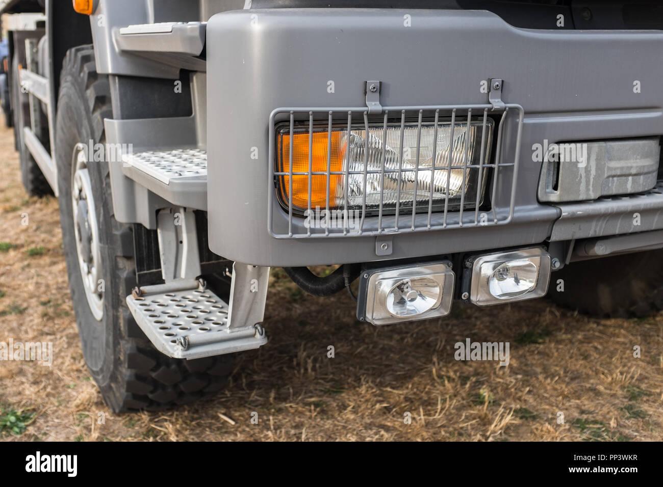 Stoßstange und Scheinwerfer Outdoor LKW - Stock Image