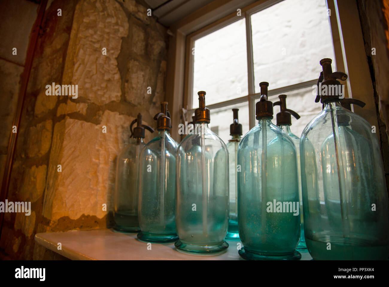 Seltzer Bottles Stock Photos & Seltzer Bottles Stock Images - Alamy