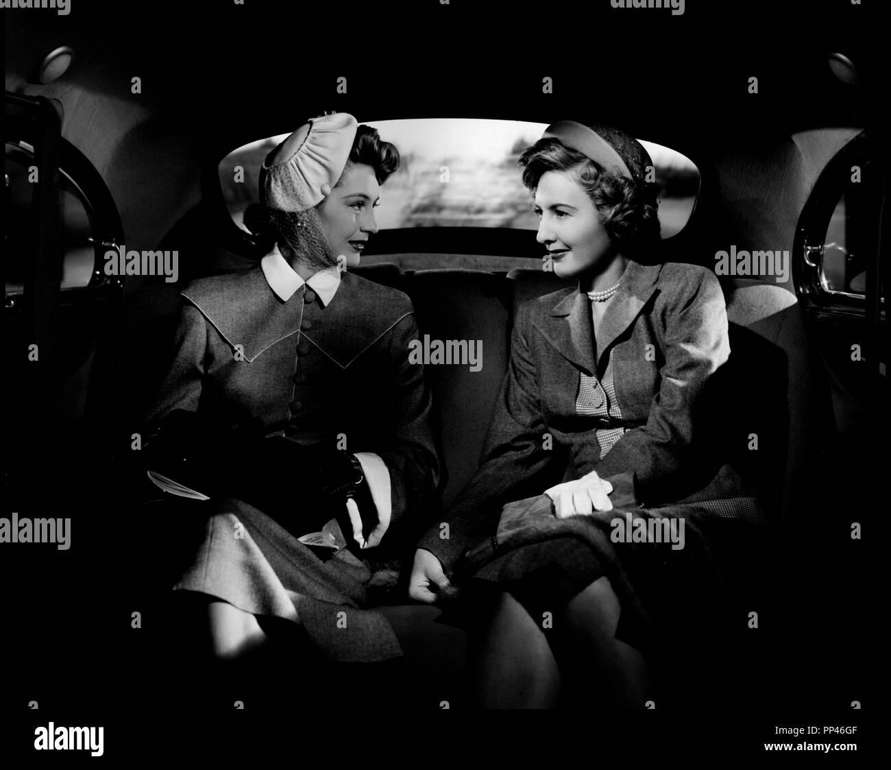 Prod DB © Loew's Inc. - Metro-Goldwyn-Mayer / DR VILLE HAUTE, VILLE BASSE (EAST SIDE, WEST SIDE) de Mervyn LeRoy 1949 USA avec Cyd Charisse et Barbara Stanwyck deux femmes, interieur de voiture d'apres le roman de Marcia Davenport code MGM: S 1464 - Stock Image