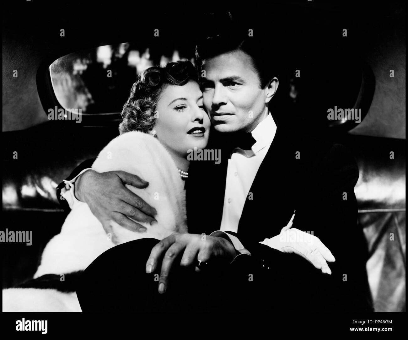 Prod DB © Loew's Inc. - Metro-Goldwyn-Mayer / DR VILLE HAUTE, VILLE BASSE (EAST SIDE, WEST SIDE) de Mervyn LeRoy 1949 USA avec Barbara Stanwyck et James Mason couple, interieur de voiture d'apres le roman de Marcia Davenport code MGM: S 1464 - Stock Image