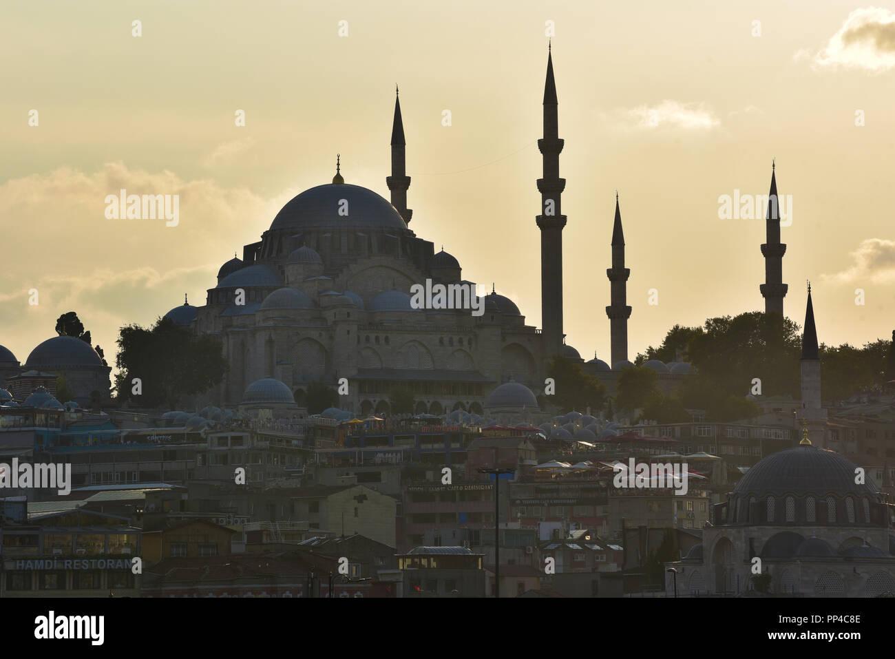 Süleymaniye Mosque as the sun starts to set, Istanbul, Turkey. - Stock Image