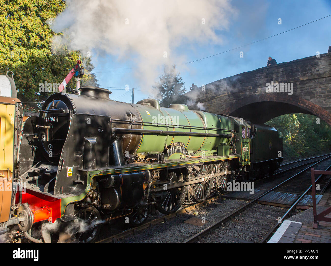 Kidderminster, UK. 23rd September, 2018. Visiting steam giants at Severn Valley Railway's Autumn Steam Gala are seen at last in all their shining glory. Guest locomotives, the Duchess of Sutherland No. 6233 and Royal Scot No. 46100 spend the final day of their working holiday travelling on the heritage line between Kidderminster and Bridgnorth being admired by railway enthusiasts of all ages. Credit: Lee Hudson/Alamy Live News - Stock Image