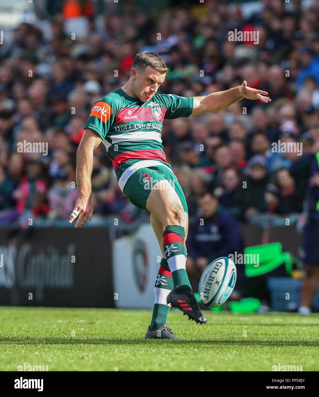 Leicester, UK. 23rd September, 2018. Premiership Rugby Union.     Leicester Tigers v Worcester Warriors  rfc.     George Ford kicks for position for Leicester Tigers the Gallagher Premiership game played at Welford Road Stadium, Leicester, England. Credit: Phil Hutchinson/Alamy Live News - Stock Image