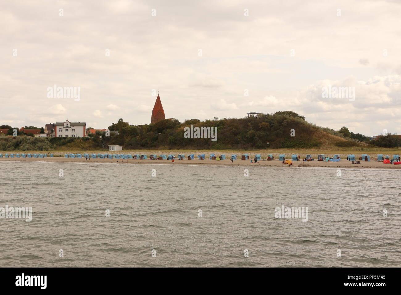 Blick von der Seebrücke in Rerik auf die Ostseeküste - Stock Image