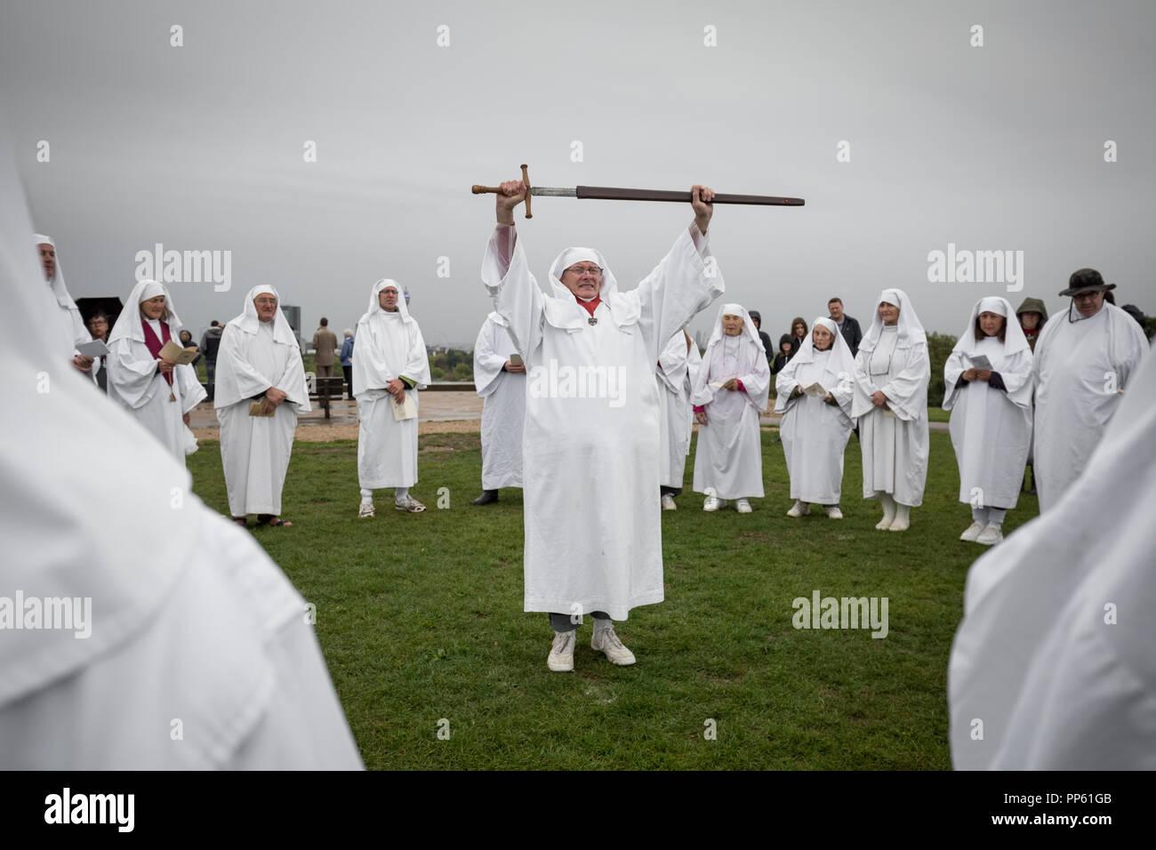 London, UK. 23rd September, 2018. British Druid Order celebrates Autumnal Equinox on Primrose Hill. Credit: Guy Corbishley/Alamy Live News - Stock Image
