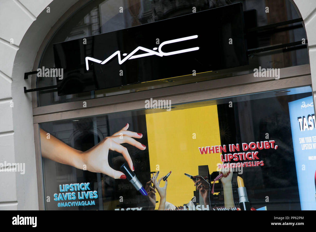 Mac Cosmetics Stock Photos & Mac Cosmetics Stock Images - Alamy