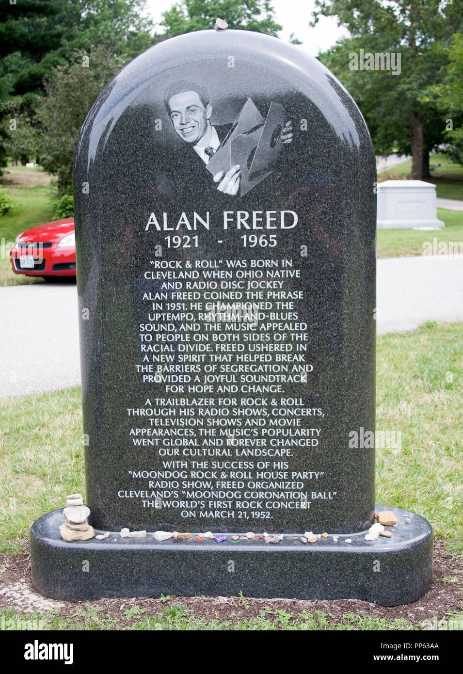 Grave of Alan Freed, the DJ who coined the phrase, 'Rock 'n' Roll'  in Lakeview Cemetery Cleveland Ohio - Stock Image
