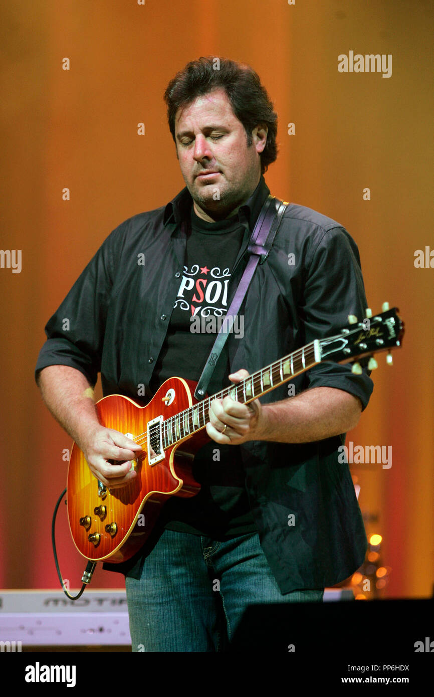 Vince Gill Stock Photos & Vince Gill Stock Images - Alamy on