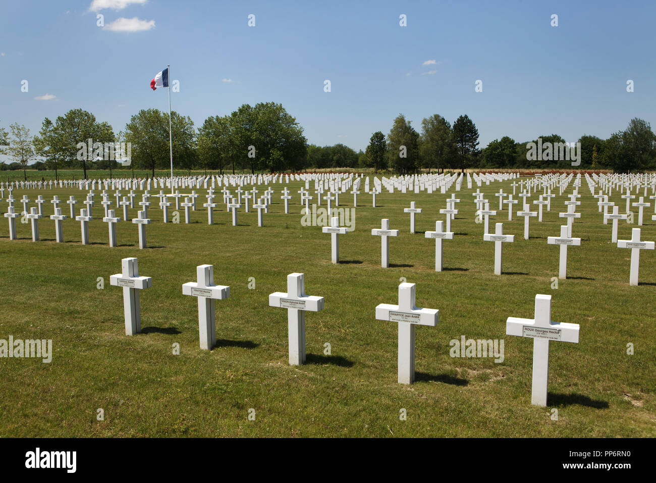Graves of French soldiers fallen during World War II at the Suippes National Cemetery (Nécropole nationale de la Ferme de Suippes) near Suippes in Marne region in north-eastern France. Over 1,900 French soldiers fallen in June 1940 during World War II are buried at the cemetery. Stock Photo