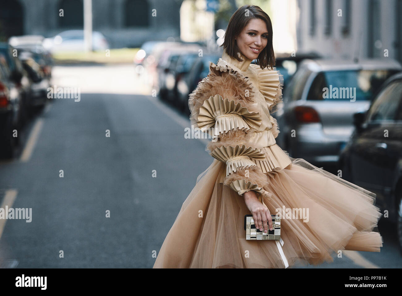 Milan, Italy - September 23, 2018: Street style outfits before Dolce Gabbana fashion show during Milan Fashion Week - - MFWSS19 Credit: Alberto Grosescu/Alamy Live News - Stock Image