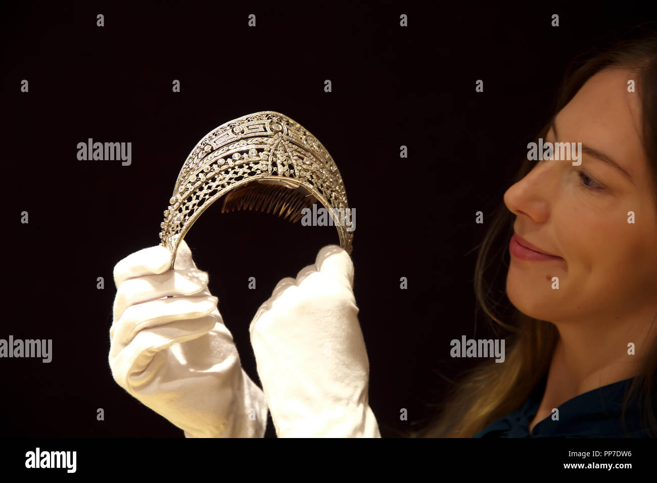 London,UK,24th September 2018,Fine Jewellery Photocall takes place at Bonhams in London.A Belle Époque Diamond 'Meander' Tiara, was designed by Spanish royal jeweller Ansorena and owned by Spanish noblewoman Esperanza Chávarri Aldecoa, Countess of Villagonzalo, wife of Fernando Maldonado Salabert, 8th Count of Villagonzalo.  Dated circa 1900, it is estimated at £80,000-120,000 and has previously been exhibited at the National Museum of Decorative Arts, Madrid in 1995. Credit: Keith Larby/Alamy Live News - Stock Image