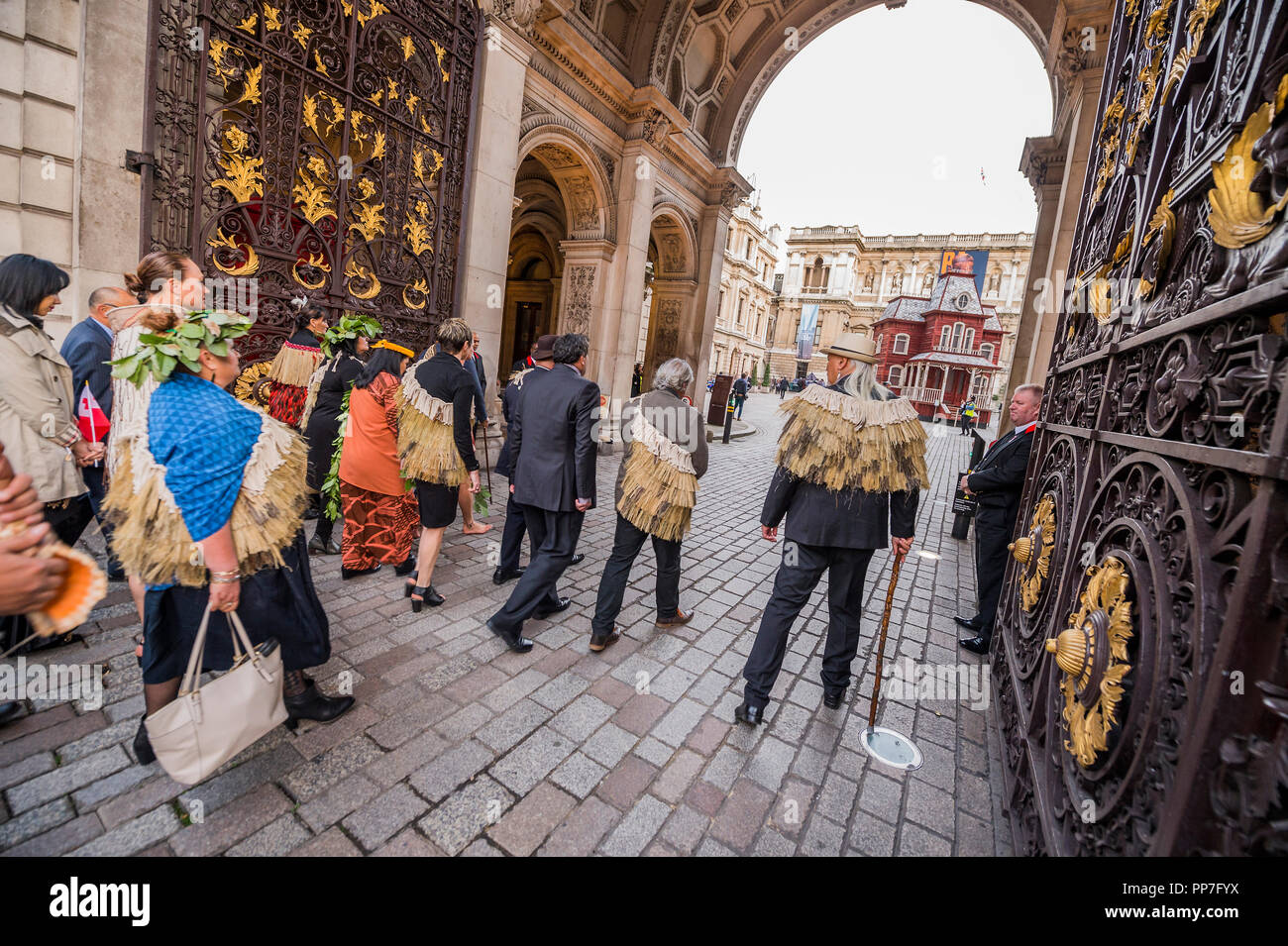 London, UK. 24th September, 2018. Being greeted as they enter the courtyard - A ceremonial procession and blessing ceremony for the Royal Academy's forthcoming Oceania exhibition. The procession started from Green Park and moved down Piccadilly to the RA Courtyard where they were formally welcomed by members of Ngāti Rānana, the London Māori Club. Countries and territories involved in the ceremony included New Zealand, Fiji, the Kingdom of Tonga, Papua New Guinea and Tahiti. Credit: Guy Bell/Alamy Live News - Stock Image