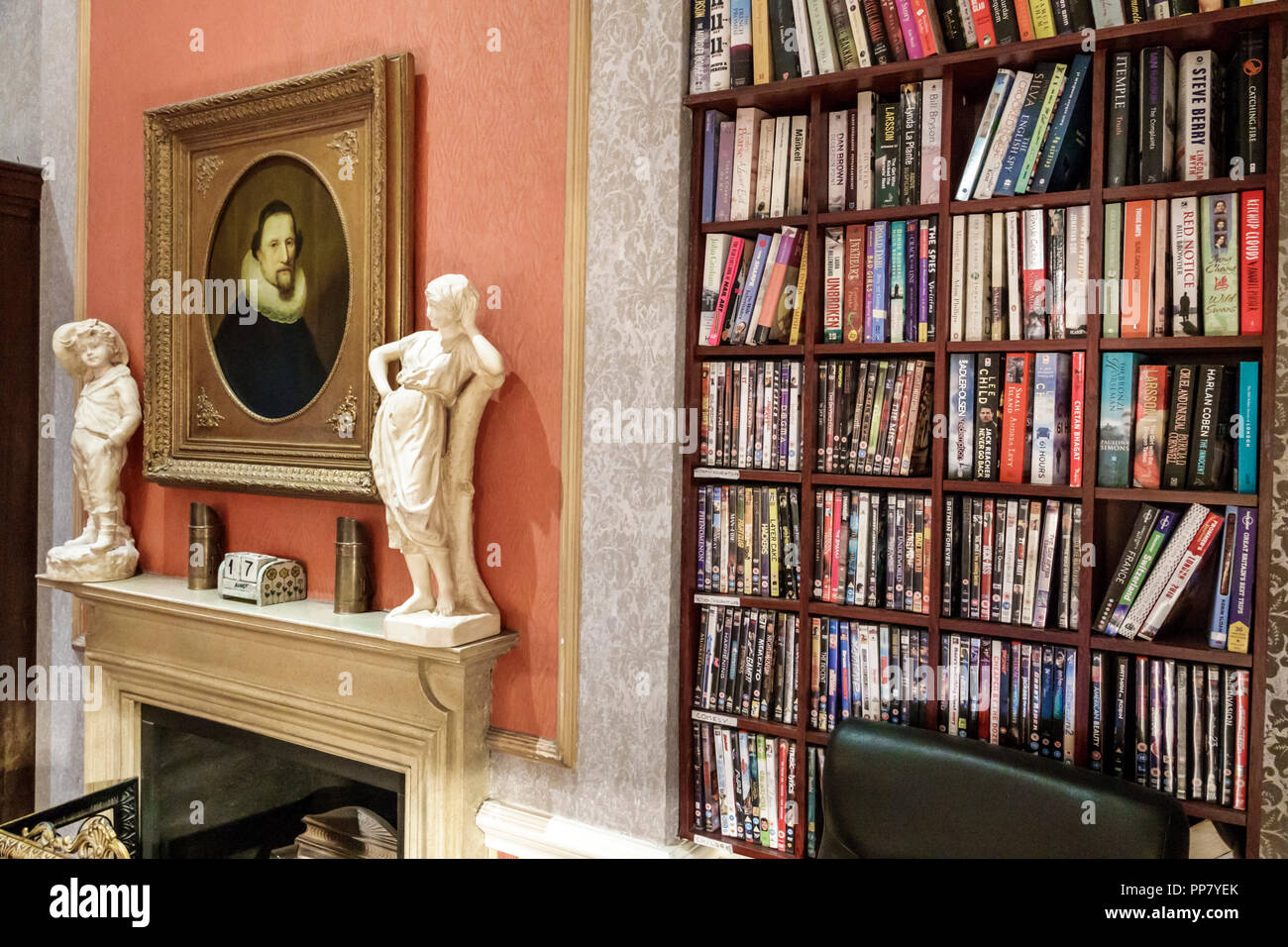 Britain Marylebone Marble Arch The Leonard Hotel Boutique Inside Interior Traditional Decor Lobby Library Fireplace Mantle Bookshelf Statuettes Painting