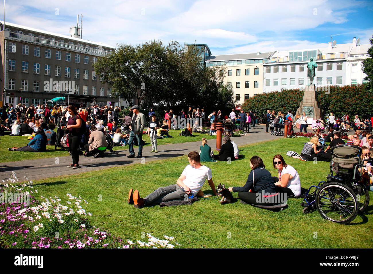 Kundgebung nach dem 'Slutwalk', einer weltweiten Demonstration fuer die sexuelle Sebstbestimmung von Frauen, Austurvoellur, Reykjavik, Island. - Stock Image