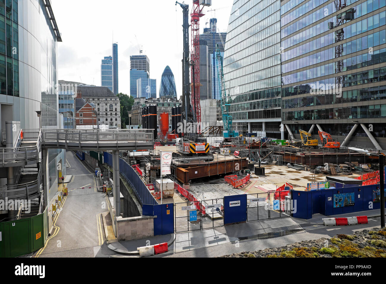 Moorgate construction site in the City of London, England, UK  KATHY DEWITT - Stock Image