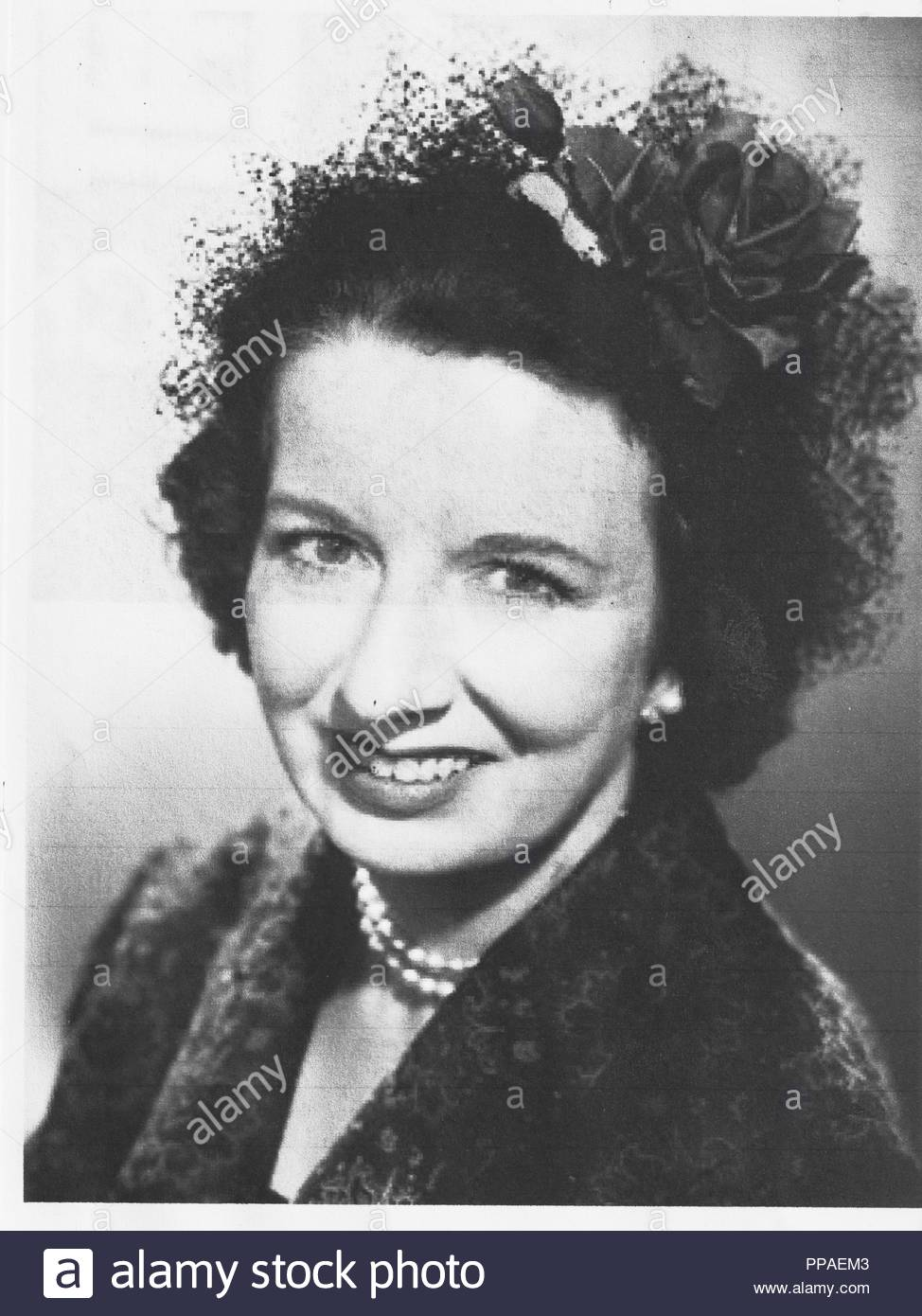 mary wickes june 13 1910 october 22 1995 was an american stage film and television character actress her films include the man who came to dinner as - Actresses In White Christmas
