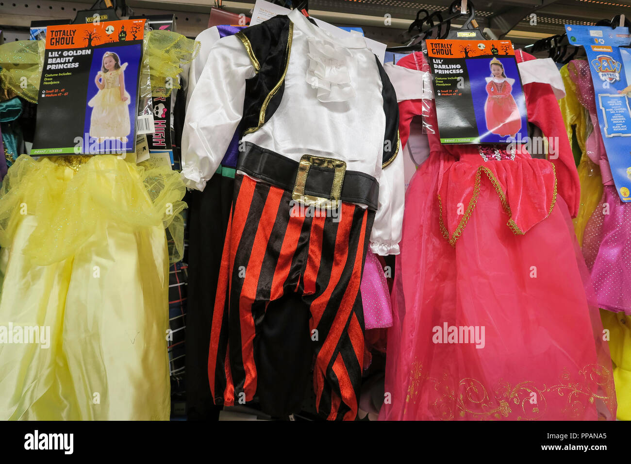 halloween decorations, usa stock photo: 220283117 - alamy
