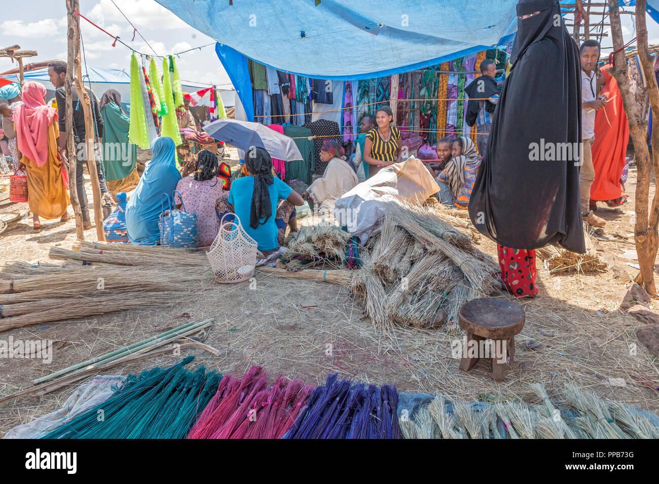Dolo Mena market, Oromia Region, Ethiopia. Preparation to make dishes. - Stock Image