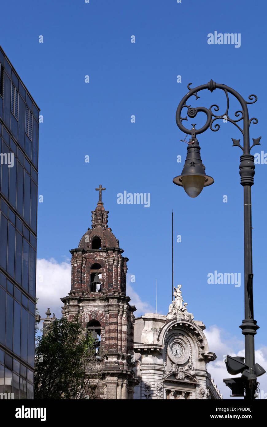 Contrasting Spanish colonial architecture, 19th century architecture, and modern architecture in the Centro Historico, Mexico City - Stock Image