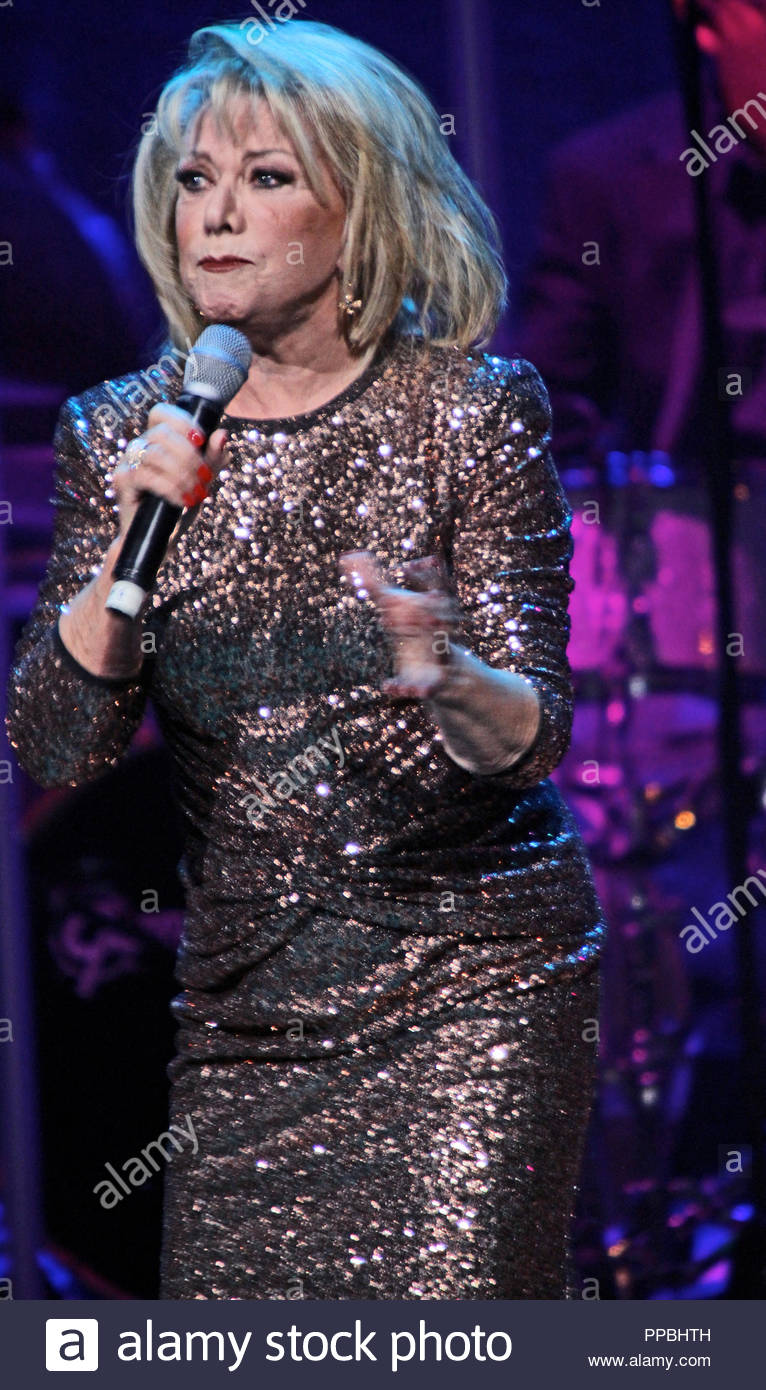 Elaine Paige (born 1948) Elaine Paige (born 1948) new pictures